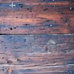 Drewno jako materiał na podłogi, ogrodzenia, panele ścienne i meble
